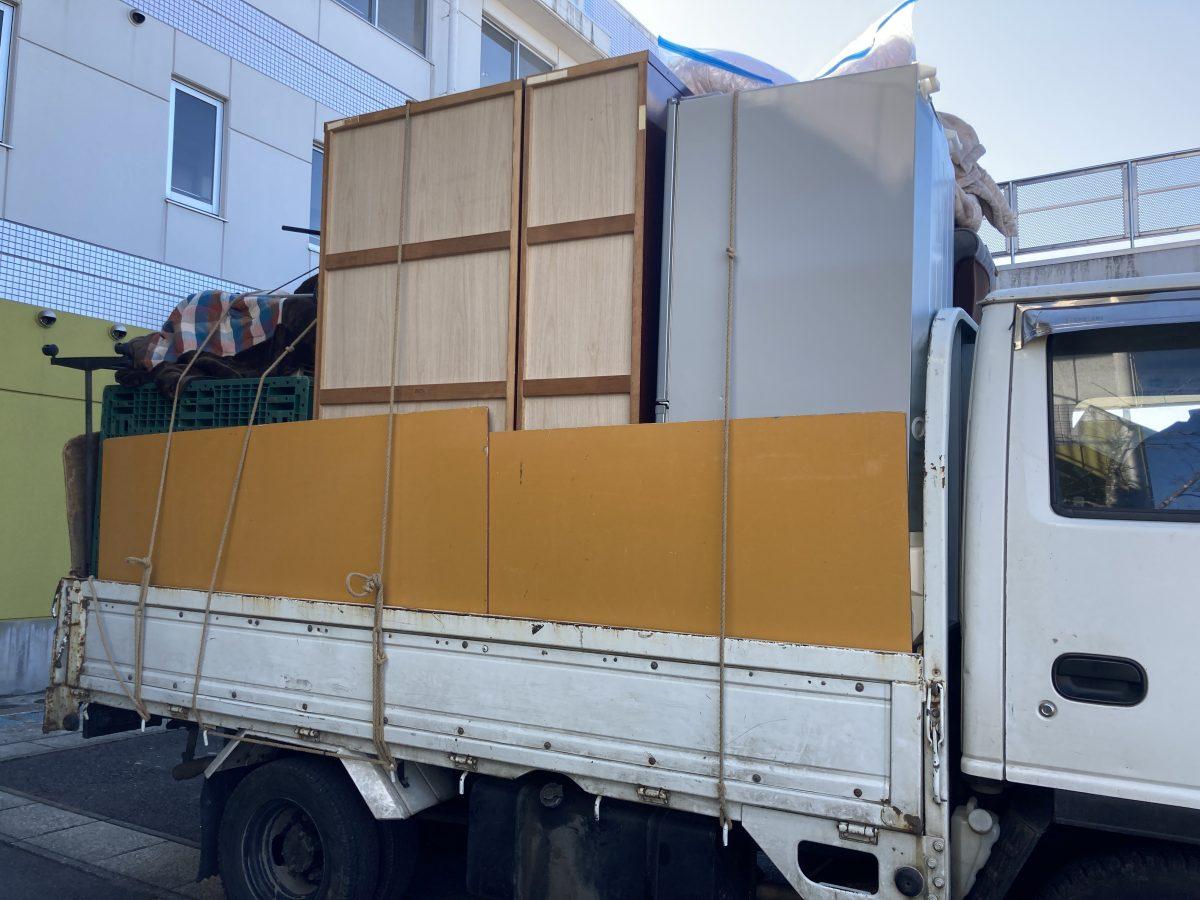不用品回収の大型トラック